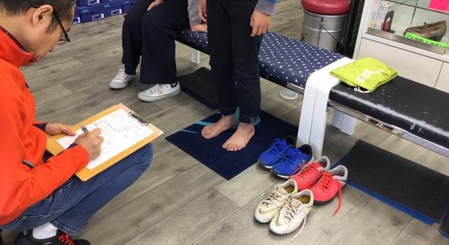 立位の足の個性を評価